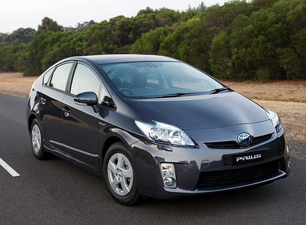 Toyota to give away royalty-free licences on hybrid vehicle patents