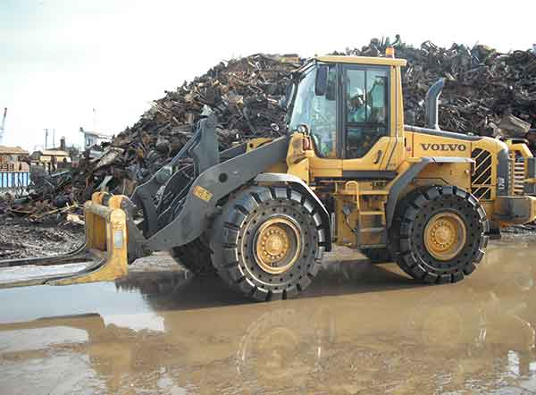 Tyre Boss books presence at CARS Expo -  Volvo L70F loader on 20.5 25 D2A pattern