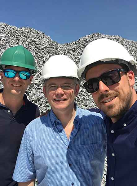 Team TOMRA Recycling in front of Aluminium